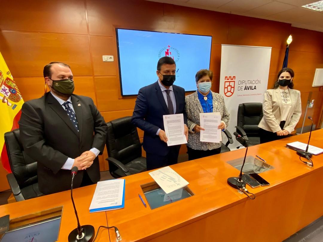 Firma del convenio con la UCAV para la creación de la Cátedra Adolfo Suárez